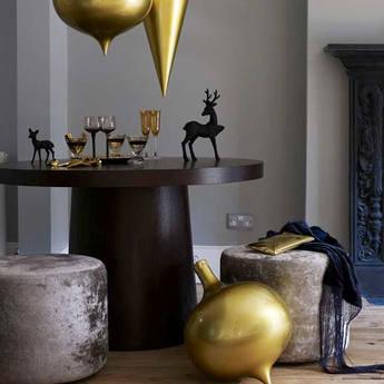 xm- Round Table Christmas-Living-Room-modern-decorating-home-for-christmas
