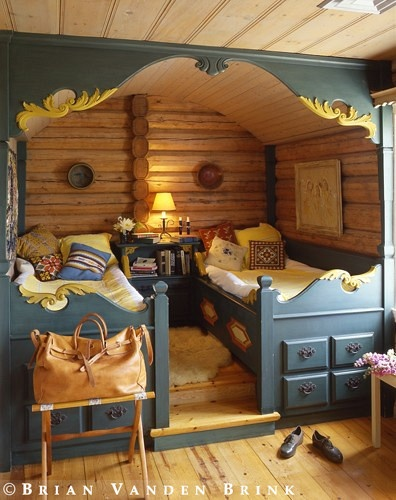 Chalet Interior 14: Painted Bedroom cefc23e9889529439ce4322c9276820f
