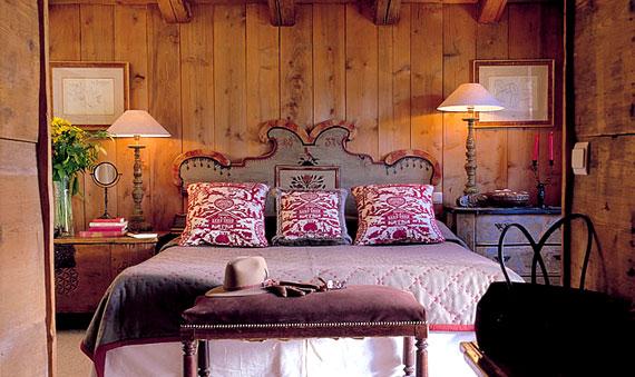Chalet Interior 14: Painted Bedframe ferme-de-marie-2