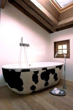 Chalet Product 14: Cowhide Bath 164169_atypique-baignoire-en-peau-de-vache