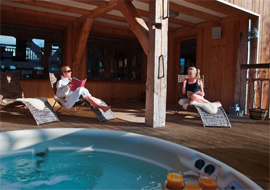 Chalet Interior 14: Ferme jaccuzi indentheader_summer_summerparties1-1