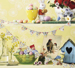Easter 14 Deco: Easter Yellow Display on shelves