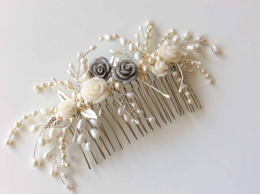 Tiny rose and leaf comb in silver