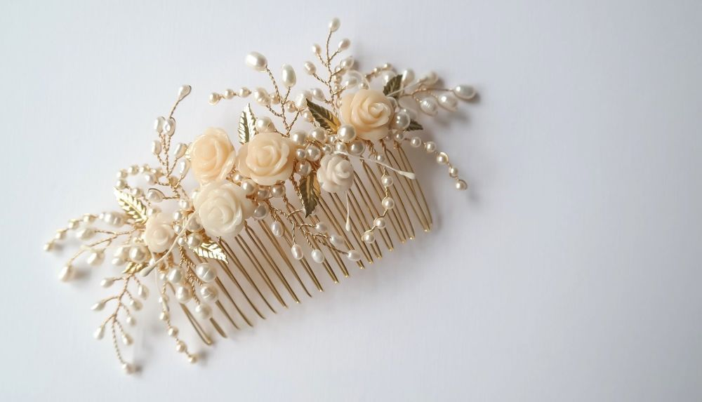 Tiny rose and leaf comb in gold