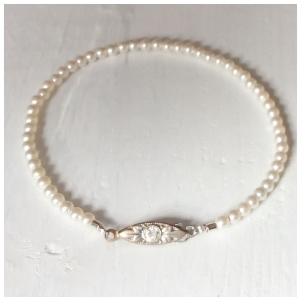 Bracelet single strand 3mm pearls Ivory cream