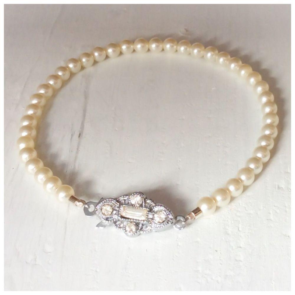 4mm vintage pearl bracelet