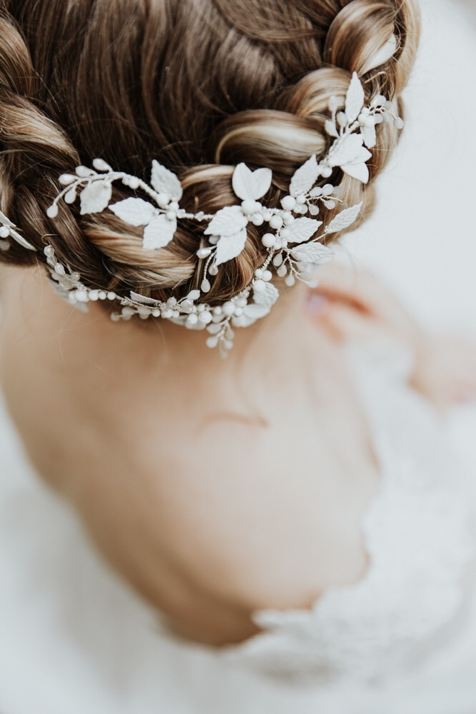 Leuce white enamel headpiece