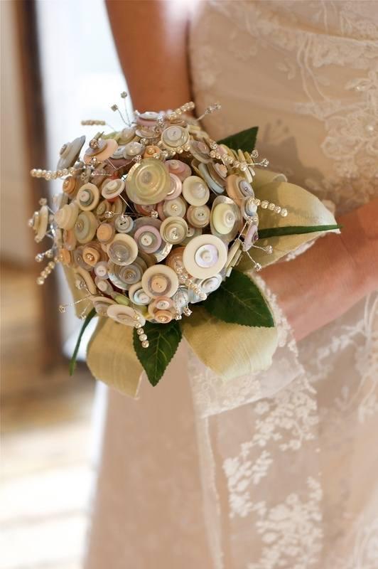 Bridal bouquet off centre