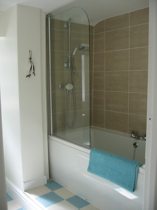 Ensuite with bath/shower