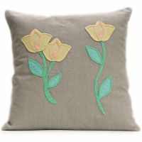 Linen cushion with wool felt and crocheted tulips