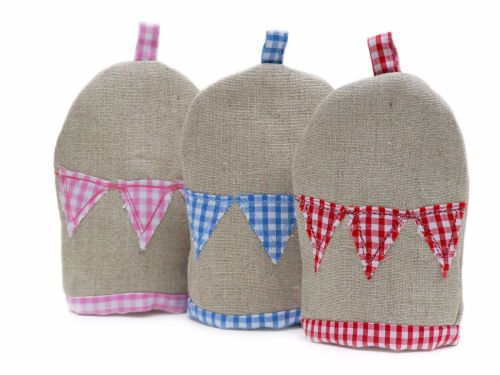 Linen egg cosy with embroidered bunting