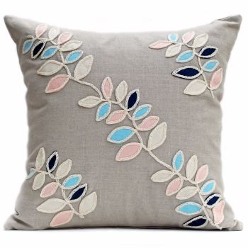 Linen cushion with wavy wool felt leaves