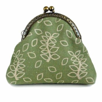 Green leaves clasp purse