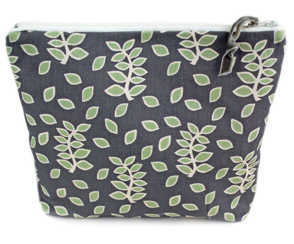 Large pouch in smokey leaves design