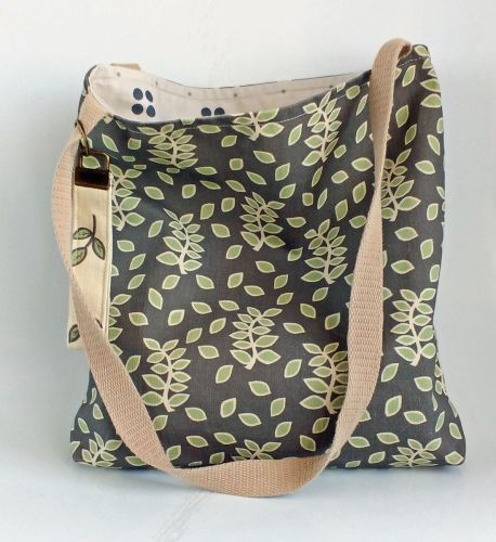 Smokey leaves tote bag