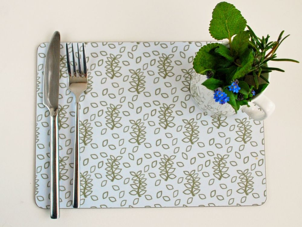 Green leaves place mats in white