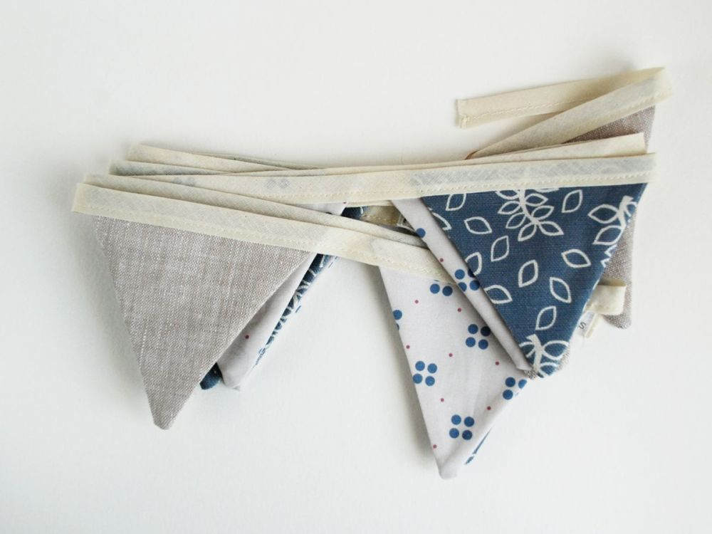 Blue leaves bunting