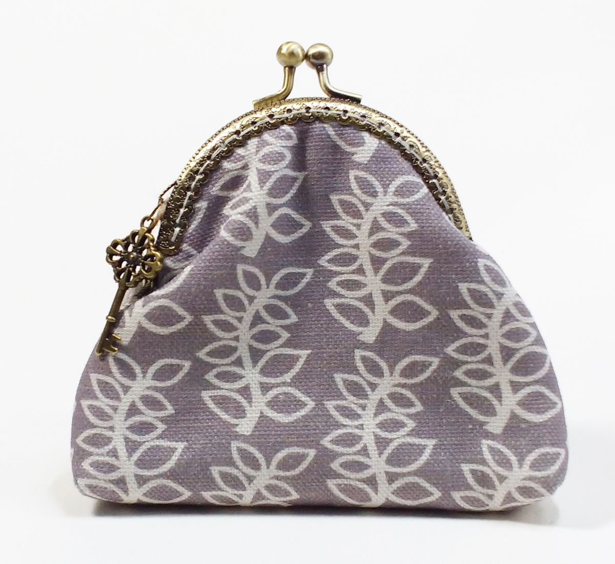 Stoney grey leaves kiss clasp purse