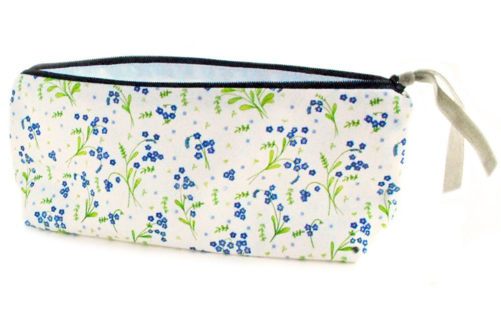 Small pouch in Forget-Me-Not design