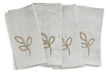Linen napkins with crocheted leaves design