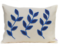 Linen cushion with three leaf design