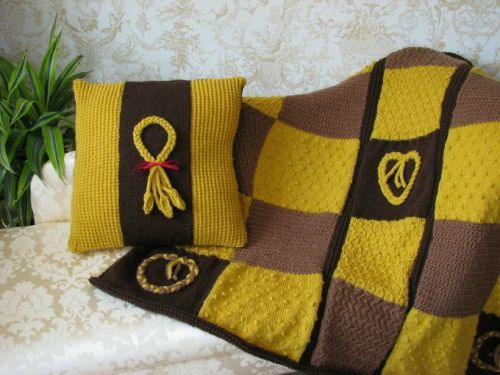 Seasonal Cushion Cover & Throw Pattern - Wheat Plait