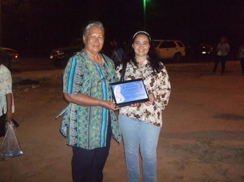 Manuela and Thomasita receive a plaque to express gratitude for their work