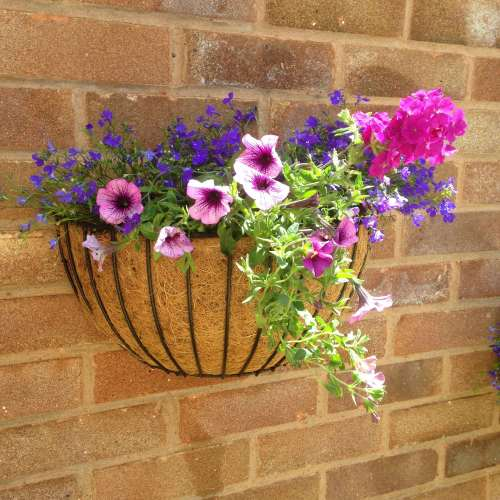 lylia rose garden blog lifestyle wall basket diy flowers uk 1