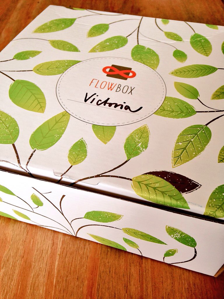 november mini vegan flowbox leaf print box - lylia rose blog food review uk