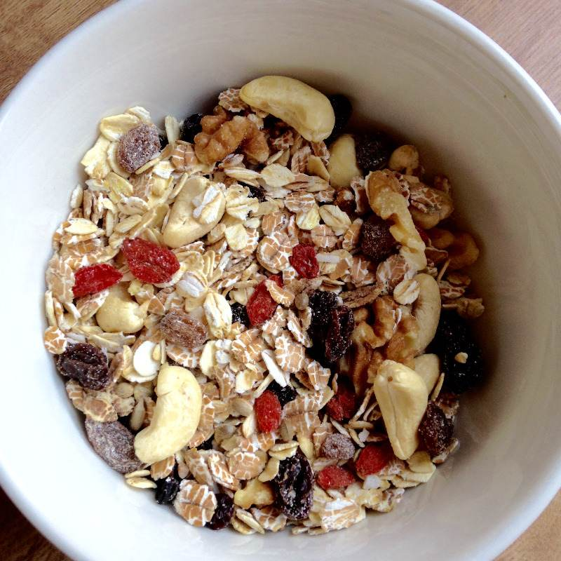 diy super muesli - lylia rose superfood food blogger uk - goji berries oats