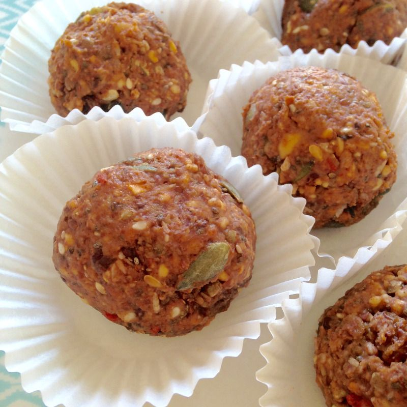 peanut butter protein bites balls homemade easy recipe raw food blogger lyl