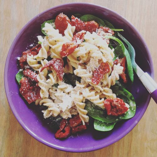 cold wholemeal pasta sundried tomato parmesan spinach olive oil quick healt