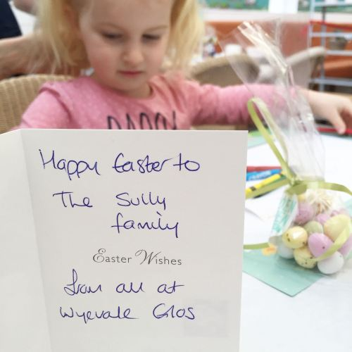 bella meets the easter bunny at gloucester wyevale garden centre (3)
