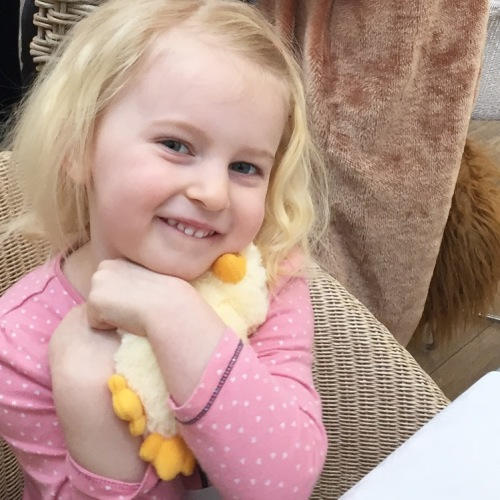 bella meets the easter bunny at gloucester wyevale garden centre (1)