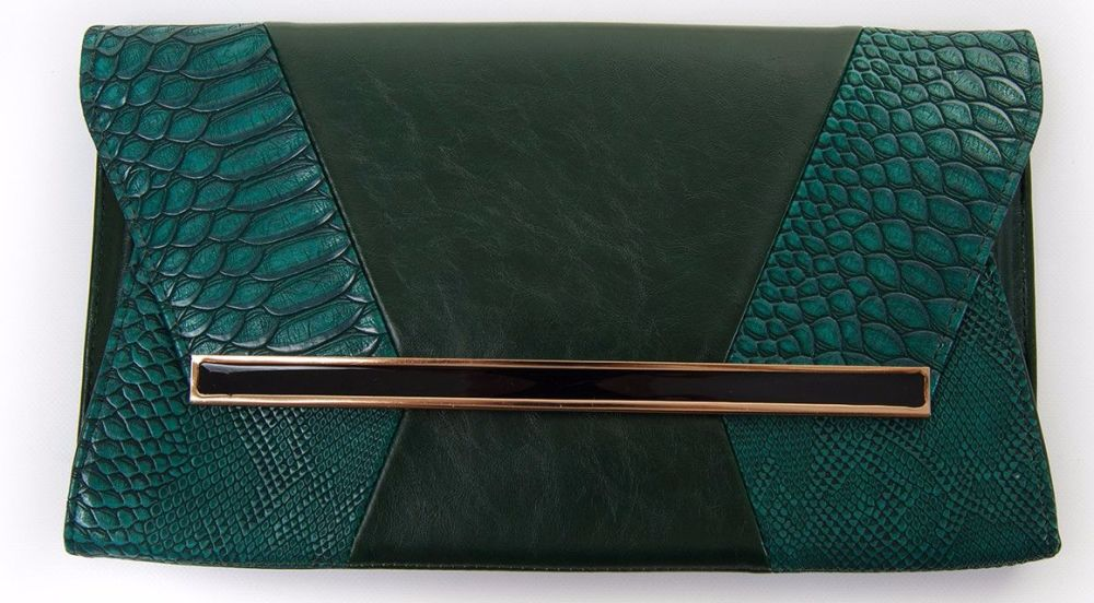 Need a new handbag?  Enter my giveaway to win a Lugano Green Clutch Handbag from lyliarose.com