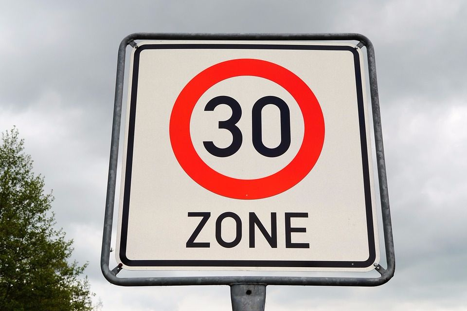 dont-beep-at-me-if-yo-are-the-one-breaking-the-law-by-speeding-30-sign-picture