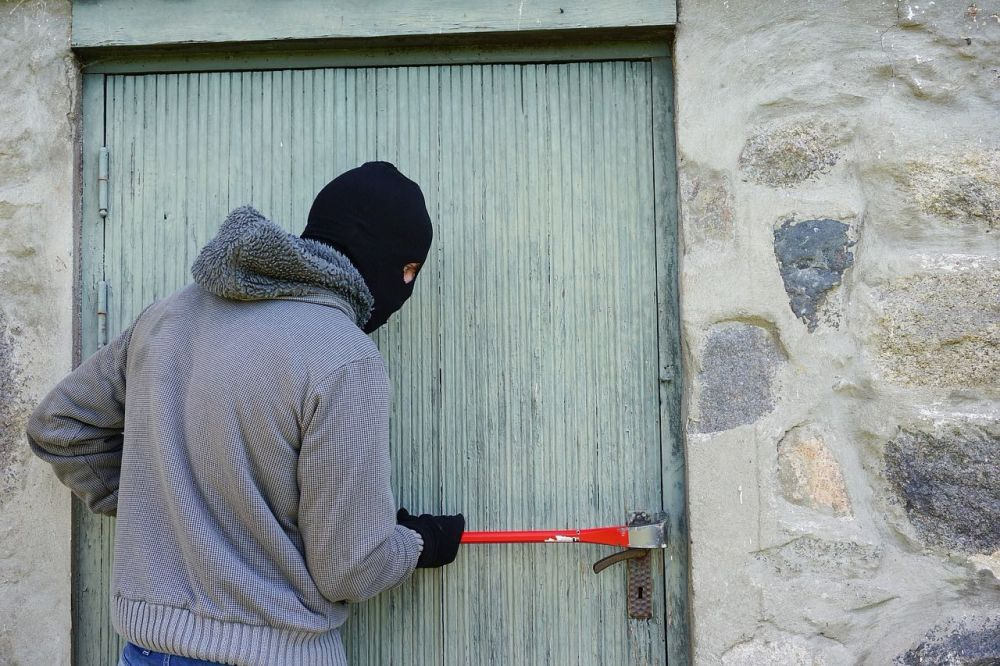 Home, work, travel How safe are you day to day - theif crowbar burglar