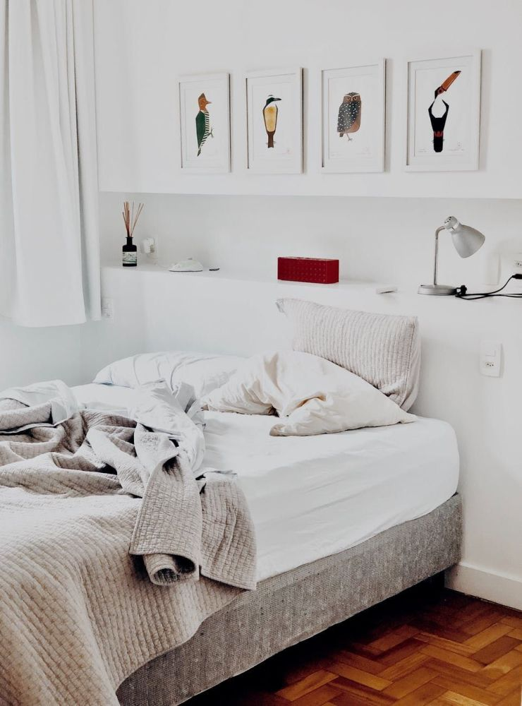Space saving furniture ideas for a small bedroom