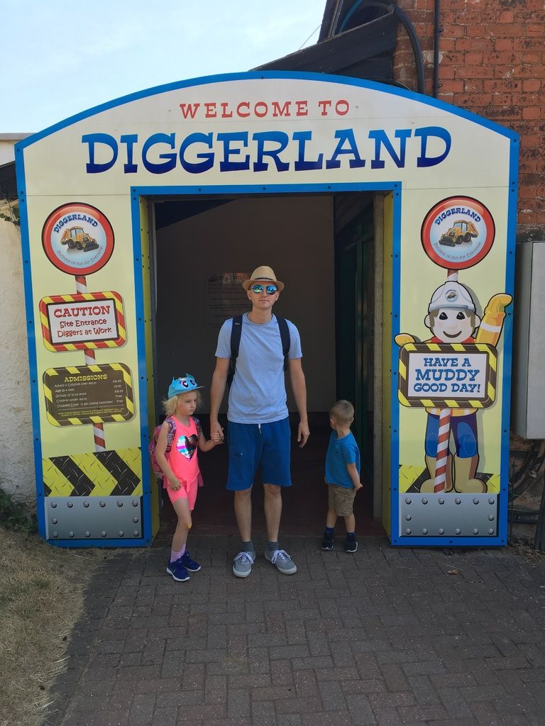 photo of the entrance to diggerland devon for blog post July 2018 Monthly F