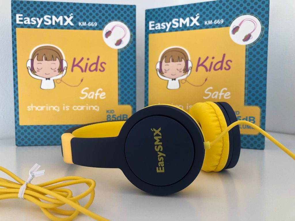 EasySMX kids headphones review for travel and play boys
