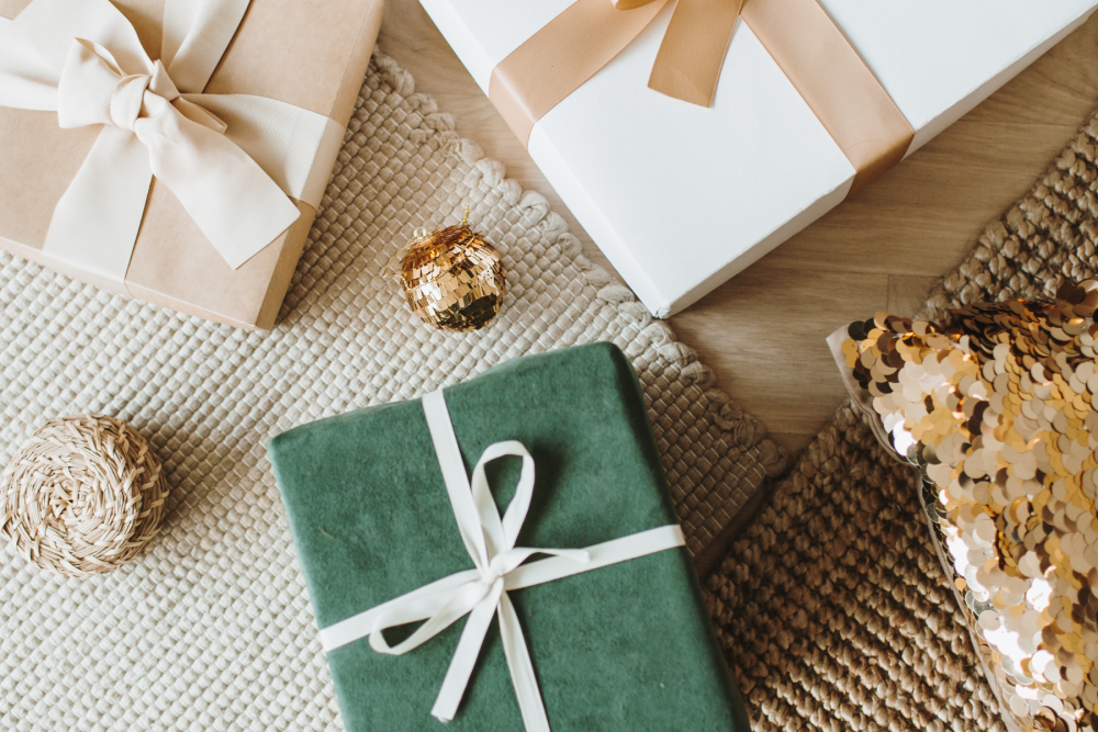 4 ways to save money on Christmas holiday gifts