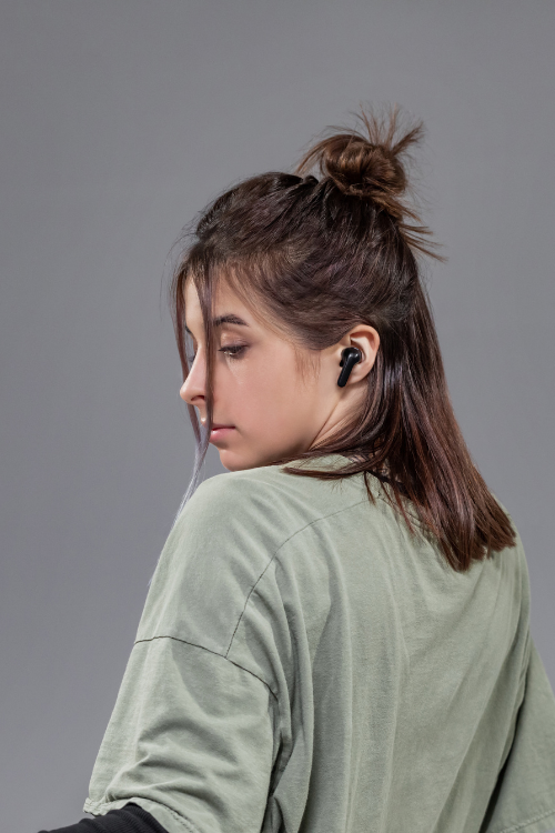 Mobi AI-powered wireless earbuds fully funded in one hour on Kickstarter