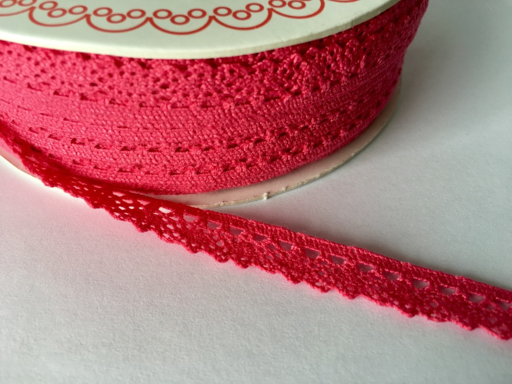 Scalloped Edge Lace Trim 10mm - Fuchsia Pink