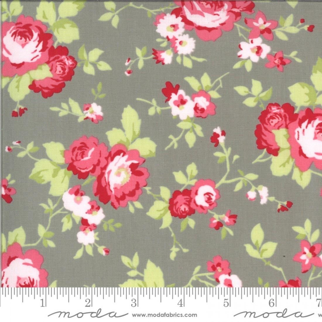 Moda Fabrics - Sophie by Brenda Riddle - Main Floral Cobblestone 100% Cotto