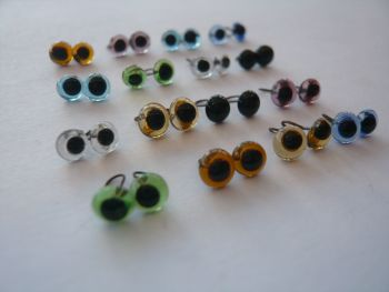 16 x Pairs of Glass Eyes (4mm) in 8 Different colours