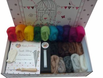 Boxed Needle Felting Kit - 'Carded Sliver Wool' , Handle, Finger Guards and Glass eyes