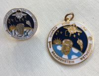 Shuttle To ISS NASA Pendant & Pin Badge Set Rare Collectable Collection