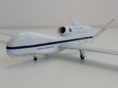 NASA Northrop Grumman RQ-4 MQ-4 1/200 Herpa 555326 Global Hawk Triton Dryde