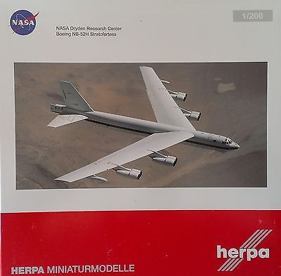 NASA Herpa 556293 NASA Dryden Research Center NB-52H Diecast 1/200 Model Ai