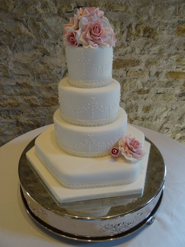 Romance and roses wedding cake